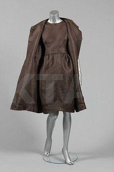 Balenciaga couture chestnut slubbed openweave silk cocktail ensemble, Spring-Summer, 1960