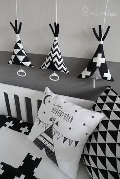 atmospheric photo tipi music boxes black and white Hip House -