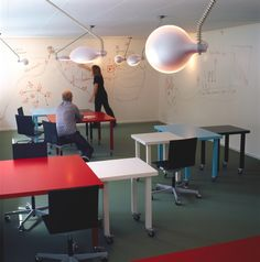 Momentum - Bosch og Fjord - innovative office collaborative space, movable tables and ideapaint walls Office Space Design, Workplace Design, Library Design, Corporate Design, Business Design, Innovative Office, Office Plan, Learning Spaces, Learning Environments