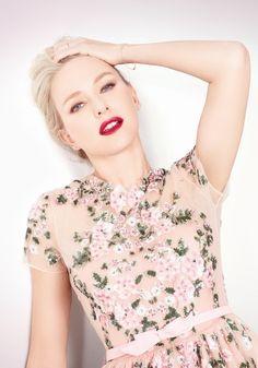 Loving the dress & her bold lips!!!