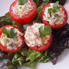 no carb light tuna salad stuffed tomatoes. Tuna-Stuffed Tomatoes A classic Italian beach eat, tomates rellenos, or stuffed tomatoes, with tuna is a protein-packed and low-carb snack to enjoy at the bea Healthy Beach Snacks, Healthy Recipes, Low Carb Recipes, Yummy Recipes, I Love Food, Good Food, Yummy Food, Food For Thought, Tuna Stuffed Tomatoes