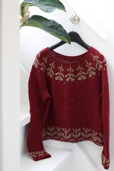 Knitting pattern Light round yoke pullover with floral | Etsy Fair Isle Knitting Patterns, Jumper Patterns, Knitting Designs, Small Gauges, Work Tops, Stockinette, Crochet Basics, Beautiful Patterns, Crochet Hooks