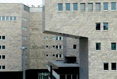 Deutsche Bank, Gino Valle, 1997-2005, Milano. Unico edificio del complesso Bicocca ad essere affidato a uno studio differente dal Gregotti Associati.