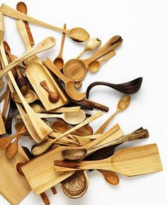 I could never need this many wooden spoons, but I like the photo.
