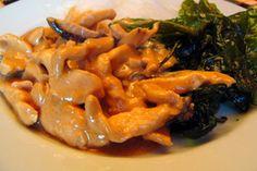 poulet aux arachides et épinards croustillant comme au restaurant! Tiré du site web : http://www.banlieusardises.com Merci!