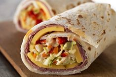 Take a break from the ordinary with these creative pita wrap recipes from My Food and Family. Make an easy choice for lunch with some pita wrap recipes. Pita Recipes, Kraft Recipes, Mexican Food Recipes, Cooking Recipes, Sandwich Recipes, Pita Wrap, Kraft Foods, Chipotle Aioli, Breakfast