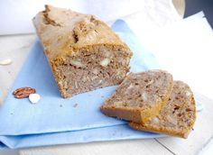 Vandaag een receptje voor gezonde notencake van speltmeel. Mmm.. voor mij echt het ideale tussendoortje. Vooral als je 'm ook nog lekker snel kunt maken. En laa
