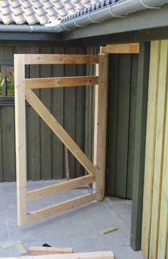 Har du planer om at bygge et skur eller måske bare at monter… Diy Garage Door, Garage Door Design, Front Door Design, Awesome Woodworking Ideas, Woodworking Projects Diy, Sketchup Woodworking, Intarsia Woodworking, Woodworking Classes, Fine Woodworking