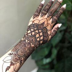 Henna Flower Designs, Pretty Henna Designs, Modern Henna Designs, Indian Henna Designs, Latest Bridal Mehndi Designs, Henna Art Designs, Mehndi Designs For Girls, Mehndi Design Photos, Unique Mehndi Designs