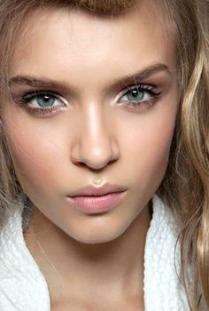 When it comes to makeup, sometimes the natural look makes the biggest statement. Neutral toned makeup includes eyeshadows and lip shades in the range of natural skin colors, such as mauve, peach, beige, taupe, champagne, and bronzes. They flatter all skin...