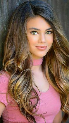 A beautiful young lady Laneya Grace Gorgeous Eyes, Pretty Eyes, Beautiful Curves, Most Beautiful Women, Beautiful Beautiful, Laneya Grace, Woman Face, Beauty Women, Beauty Girls