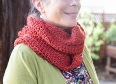 Beautiful, yet simple: the Alysia Infinity Scarf Crochet Pattern from Lady by the Bay