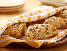 These savory Caramelized Onion Scones are bursting with the flavor of caramelized onions and cheese. Biscotti, Land O Lakes Recipes, Savory Scones, Savoury Tarts, Muffins, Caramelized Onions, Four, Bread Baking, Breakfast Recipes