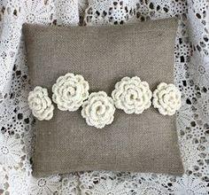 Crochet cuscino di Rose riservati per Cynthia di cabincreek