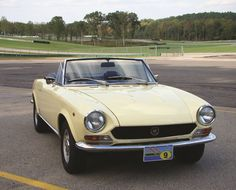 Fiat 124 Spider, Street Performance, Yellow Interior, Cars For Sale, Sports, Baby, Cutaway, Hs Sports, Cars For Sell