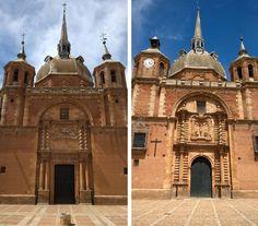 Iglesia, San Carlos del Valle, Ciudad Real. A la izquierda, portada de la fachada lateral. A la derecha, la fachada principal, que representa a Cristo y el milagro con los ladrones