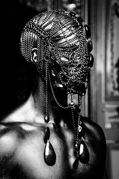 Chain mail mask and head gear with black crystals Dark Beauty Magazine - photographer Lanz Lanz Lanz Fashion Art, Editorial Fashion, Fashion Today, Dark Fashion, Eiko Ishioka, Foto Art, The Villain, Dark Beauty, Headgear