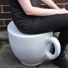 coffee cup chair! ohh I'm in love. This must happen for an Alice room!!
