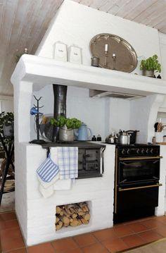 Bildresultat för gammal elektrisk spis Swedish Kitchen, Old Kitchen, Rustic Kitchen, Interior Exterior, Kitchen Interior, Kitchen Design, Parrilla Interior, English Kitchens, Minimalist House Design