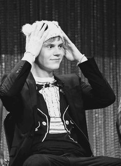 Evan Peters in a beenie. i can die of adorableness right NOW! Evan Peters, Kyle Spencer, Tate And Violet, American Horror Story 3, Attractive People, Horror Stories, Cute Guys, Beautiful Men, Beautiful People