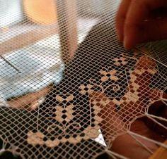 Artigianato sardo: #filetdibosa#tradizione#artigianatosardo#igersoristano #igersardegna #ricamoamano #Sardegna #Bosa - via http://ift.tt/1zKqJ1x