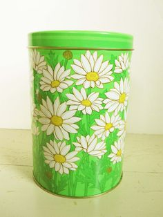 Bright Spring Green Canister White Shasta Daisies door ZulasHouse, $10.00
