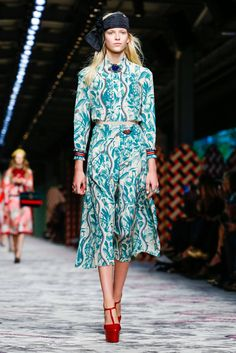 A look from the Gucci spring/summer 2016 show during Milan Fashion Week. (Photo: Regis Colin Berthelier/Nowfashion)