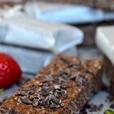 Raw Cacao Workout Bars Cacao Nibs, Raw Cacao, Bar Workout, Cacao Beans, Raw Desserts, Cacao Powder, No Bake Treats, Vegan Vegetarian, Coconut