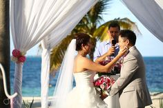Cancun Wedding at Riu Palace Peninsula - Phoebe and Albert - Weddings by RIU - Cancun - Beach Wedding