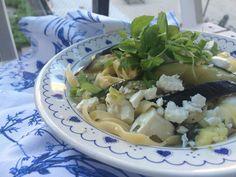 Välimerellinen kasvispasta on hurmannut kaikki sitä maistaneet. Vegetable Pasta, Feta, Risotto, Vegetarian Recipes, Cabbage, Good Food, Pizza, Soup, Vegetables