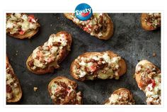 Sausage Crostini You will love these zesty bites of Jimmy Dean® Pork Sausage, onion, cheese, herbs and spices served on toasted French bread slices. Sausage Appetizers, Sausage Recipes, Appetizer Recipes, Cooking Recipes, Bread Appetizers, Yummy Appetizers, Tasty Snacks, Appetizer Ideas, Party Appetizers