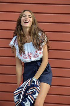 Shein clothes, with big smile. Fashion blogger. UN DÍA CUALQUIERA