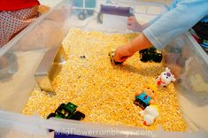 How to make a simple farm sensory bin using corn meal! Your children will be singing Old MacDonald while having a wonderful tactile experience! Farm Animal Party, Farm Animal Birthday, Tractor Birthday, Farm Birthday, Birthday Party Games, Farm Party Games, Birthday Ideas, Horse Birthday, Birthday Banners