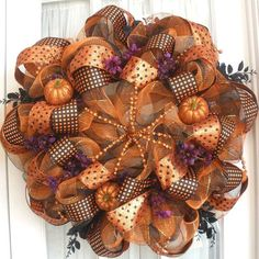 love this halloween/fall deco wreath Fall Crafts, Holiday Crafts, Holiday Fun, Holiday Decor, Christmas Holiday, Christmas Decor, Holidays Halloween, Halloween Crafts, Halloween Decorations