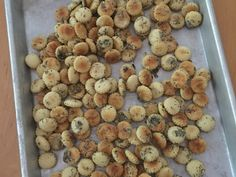 These addictive seasoned oyster crackers delight people and keep them coming back for more. Scarf these little gems by the handful or use them to perk Appetizer Dips, Appetizer Recipes, Dog Food Recipes, Cooking Recipes, Sushi Recipes, Detox Recipes, Vegetarian Recipes, Snack Recipes, Dessert Recipes