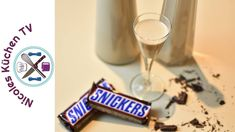 Snickers Likör - Thermomix® - Rezept von Nicoles Küchen Tv Tableware, Smoothies, Food Cakes, Candy Bars, Diy, Eten, Recipes, Presents, Smoothie