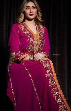 haute couture Morrocan Dress, Moroccan Caftan, Beautiful Costumes, Beautiful Dresses, Oriental Fashion, The Dress, How To Look Pretty, Retro Fashion, Women's Fashion