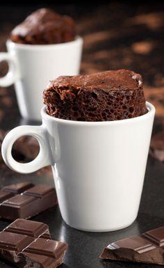 mug cake au chocolat Microwave Chocolate Mug Cake, Nutella Mug Cake, Chocolate Frosting Recipes, Mug Cake Microwave, Chocolate Mug Cakes, Gluten Free Mug Cake, Vegan Mug Cakes, Mug Cake Healthy, Easy Mug Cake