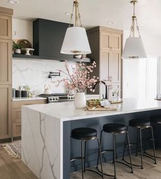 Love this design and symmetry beautiful island and wood cabinets! Kitchen Post, Home Decor Kitchen, New Kitchen, Home Kitchens, Kitchen Ideas, Warm Kitchen, Kitchen Decorations, Decorating Kitchen, Kitchen Trends