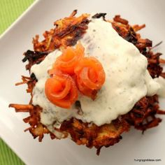 Shredded parsnip adds a sweet element to earthy potato in this delicious recipe for crispy potato pancakes, topped with a dill creme fraiche sauce and swirls of smoked salmon. The Hungry Goddess uses dill pollen in this recipe, but if you can't find Seafood Appetizers, Best Appetizers, Appetizer Dips, Creme Fraiche Sauce, Yummy Eats, Yummy Food, Dill Salmon, Smoked Salmon Recipes, Potato Cakes