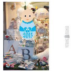Ano Novo é celebração na vitrine das lojas. A Vitrine Mania tem os melhores adesivos de vitrine para a sua escolha. #retail #vitrine #vitrinismo #visualmerchandising #anonovo www.vitrinemania.com.br