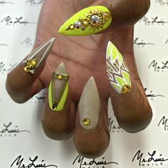 Poderá usar: Cores de Gel Glimmer Néon acid yellow e So Creamy. Nail Art: Gel one stroke queen white! Sexy Nails, Dope Nails, Fancy Nails, Bling Nails, Stiletto Nails, Uñas Fashion, Finger, Nail Candy, Manicure E Pedicure