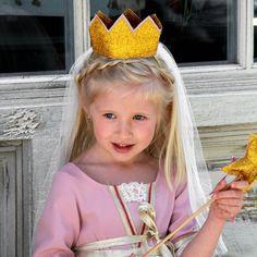 Corona Dorada para disfraz de princesa en rosa con Tul