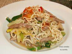 Cinco sentidos na cozinha: Noodles com tiras de vaca, courgette e alho francê...