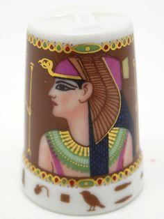 Faraones: Cleopatra. Porcelana. Colección: Im Glanz der Pharaonen. Kunstarchiv. Alemania. Thimble-Dedal-Fingerhut.