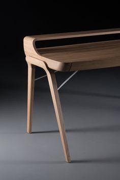 Picard desk designed by Regular Company Picard desk designed by Regular Company Ikea Furniture, Furniture Design, Danish Furniture, Woodworking Jig Plans, Woodworking Projects, Diy Office Desk, Cool Bookshelves, Bookshelf Ideas, Design Living Room