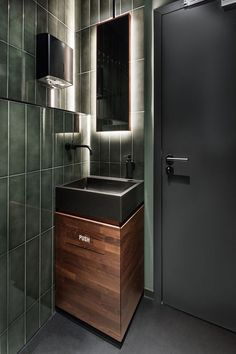 in this small bathroom, green tiles, wood and a backlit mirror reflect the design choices in this modern bar Bathroom Mirrors Diy, Bathroom Toilets, Small Bathroom, Bathroom Green, Vanity Mirrors, Vanity Bathroom, Wall Mirrors, Washroom, Bathroom Cabinets