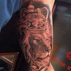 30 Fotos de Tatuagens de Leão - Mundo das Tatuagens. Tatuagem no braço. Feita por Ganso Galvao