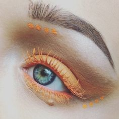 This simple yet beautiful orange design was created by the wonderfully talented @nerissamakeup