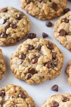THE BEST Oatmeal Chocolate Chip cookies! Omitted walnuts and extra chips - Soft and chewy oatmeal chocolate chip cookies made with brown sugar, old fashioned oats, walnuts & lots of chocolate chips. The perfect bakery-style cookie! Yummy Recipes, Baking Recipes, Snack Recipes, Dessert Recipes, Yummy Food, Healthy Food, Healthy Eating, Oats Recipes, Healthy Cookie Recipes
